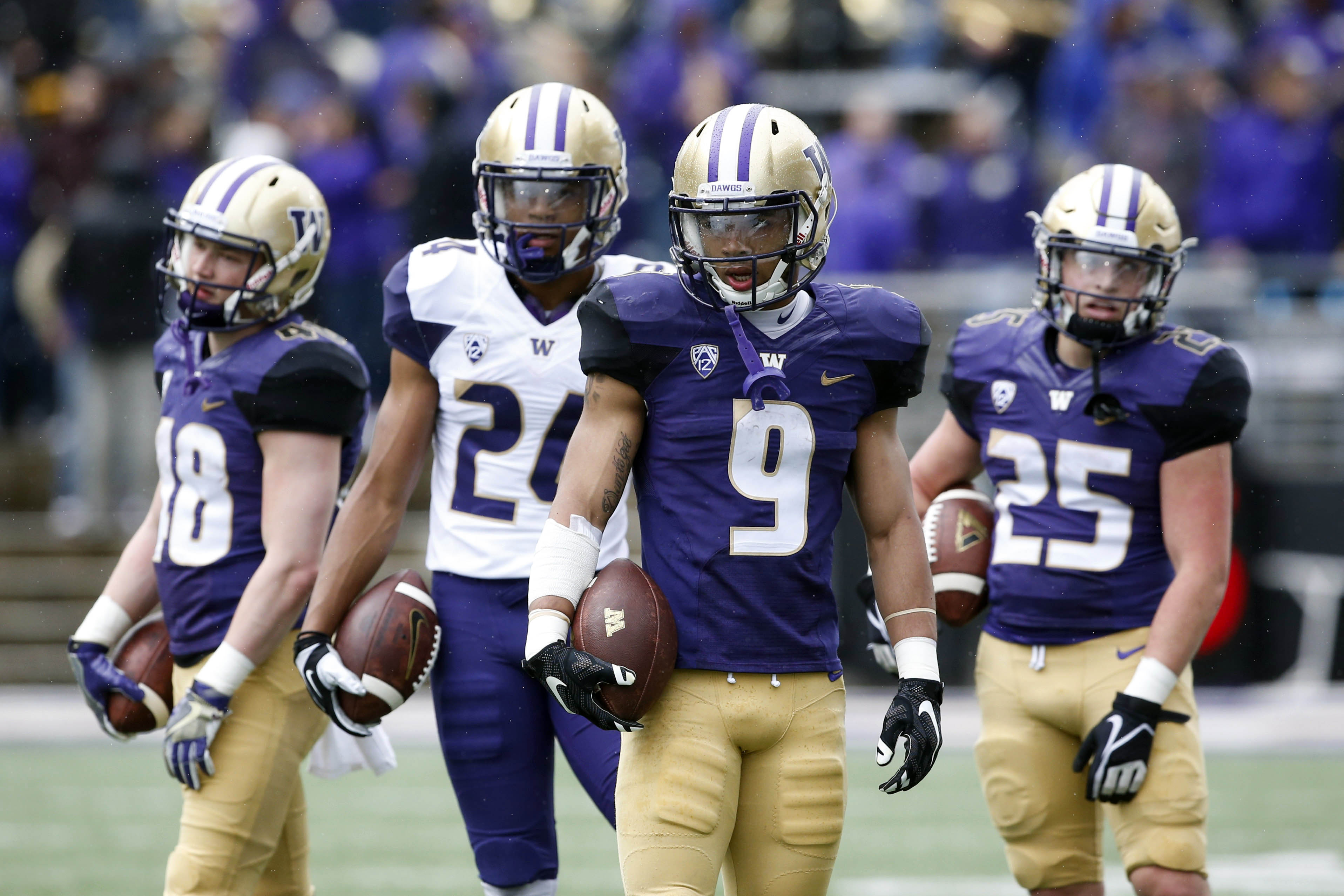 10025530-ncaa-football-washington-spring